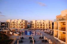 Отель Amphora Beach Resort & Suites 4*
