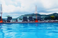 Отель Days Inn Patong Beach 3*