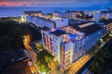 Отель Best Western Kuta Beach  3*
