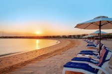 Отель The Ritz-Carlton, Ras Al Khaimah, Al Hamra Beach 5*