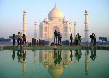 Власти Индии ограничат доступ туристов к Тадж-Махалу