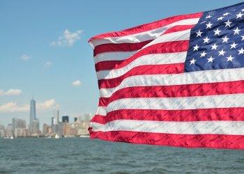 Посольство США временно приостанавливает выдачу виз